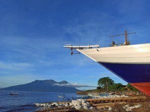 Peluncuran Kapal jenis Lambo di Sentra Industri Kapal Tradisional Pantai Sangiang Wera Bima