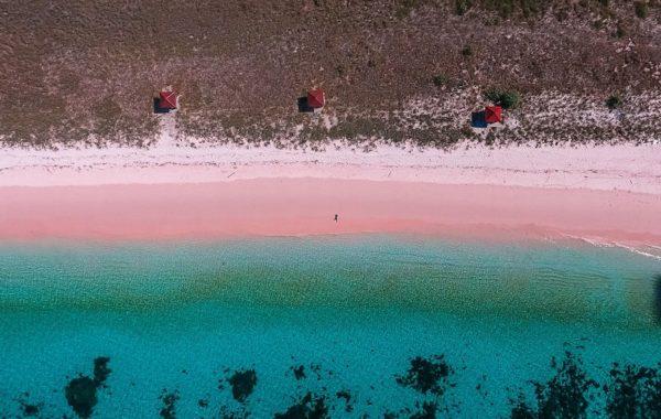 Toro Mbala (Pantai Pink)
